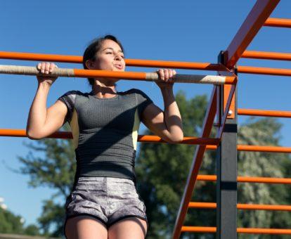 Jak ćwiczyć na siłowni żeby schudnąć i wyrobic konducje kobieta